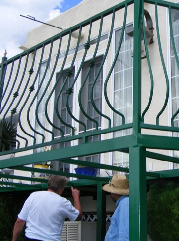 Balcony railing with Belly pickets and Knuckles design