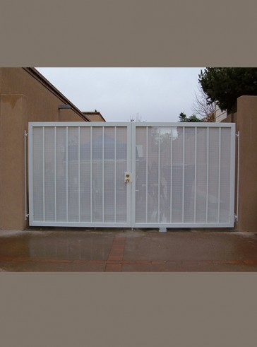 Pr. of gates with decorative panels