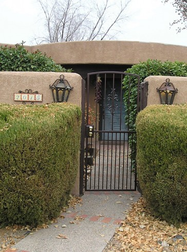 Arched gate with Sundance design and doggie pickets