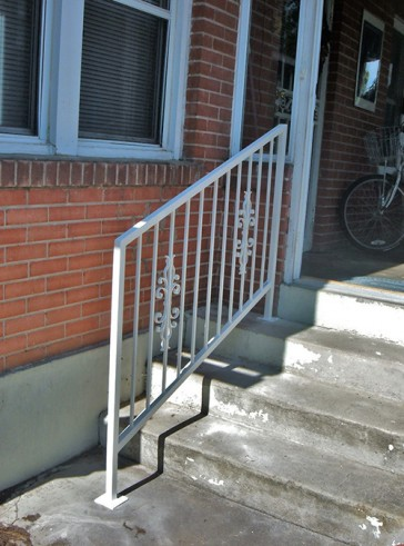 Step railing with Sundance design
