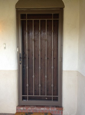 "Security screen door with Slimline lock, 3/4"" pickets and Knuckles design"