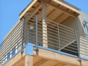 Modern style horizontal bar balcony railing