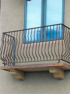 Balcony rail with Forged Belly Pickets