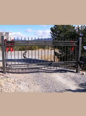 Automatic swing gate with High Desert design and spears