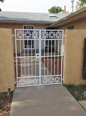 Pair of gates with modern design