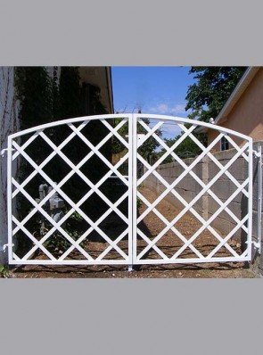 Double gates with diamond strap design