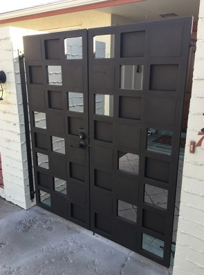 Double gates with random panels