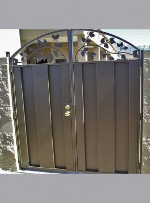 Double gates with C panels on bottom and leaf design on top