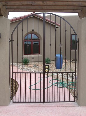 Double arched gates with knuckles, baskets, and doggie pickets