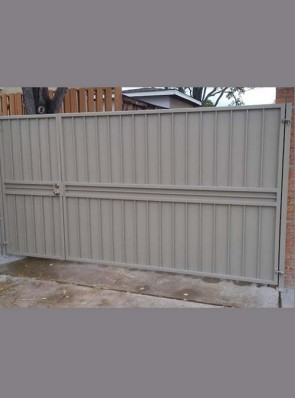 Offset center gates with double crossbar and solid metal