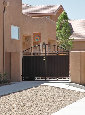 Arched pr. of gates with High Desert design and solid metal