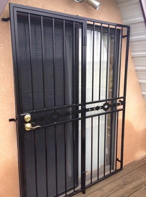Patio door with High Desert design in center
