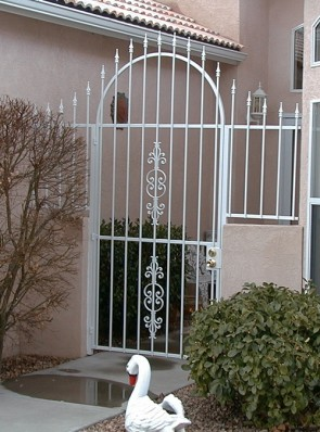 Arched gate with side rails, spears and Caprice design