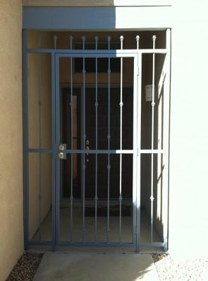Porch enclosure with Knuckles design