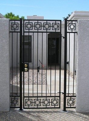 Patio enclosure gate and side panels in Modern design