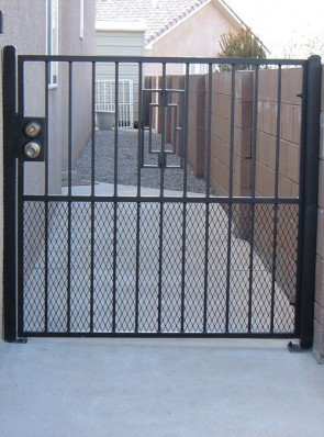 Gate with Contemporary design and expanded metal on bottom