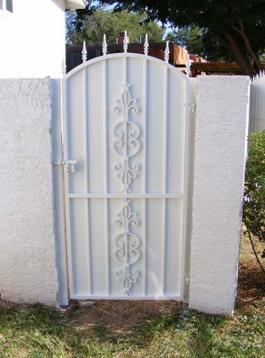 Arched gate with spears and Caprice design and solid metal