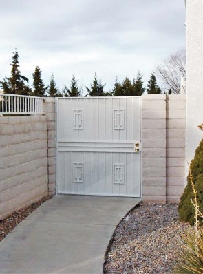 Gate with Contemporary design with double crossbar and perforated metal