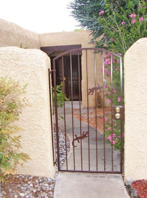 Arched gate with Gecko's design
