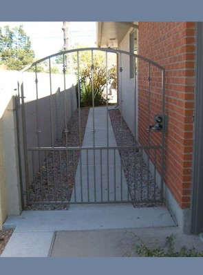 Arched gate with Knuckles and doggie pickets