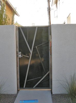 Gate with Cracked Ice design