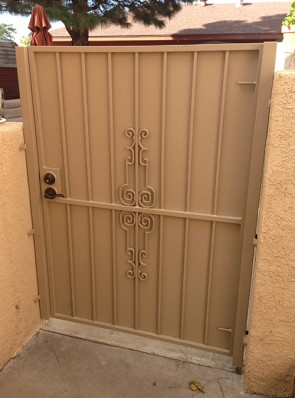 Gate with Regency design and solid metal