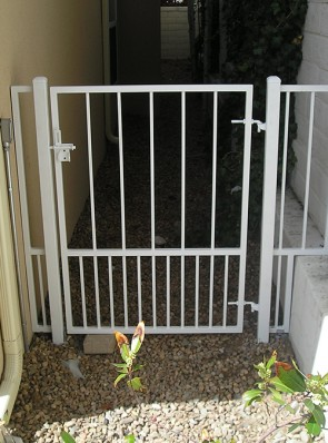 Gate with doggie pickets