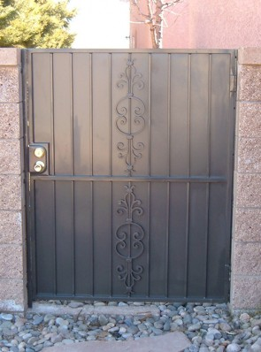 Gate with Caprice design and solid metal