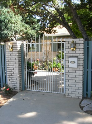 Arched gate with Spears, Sundance design and doggie pickets