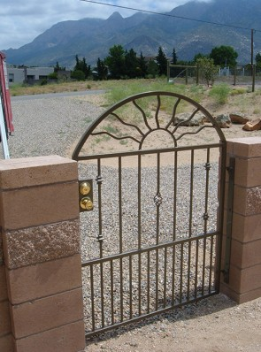 Arched gate with Knuckles, Baskets and doggie pickets