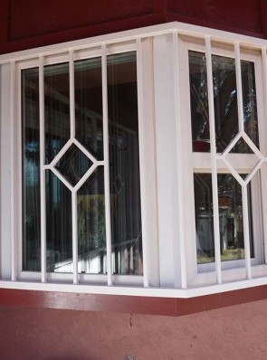 Bay window in Diamond design
