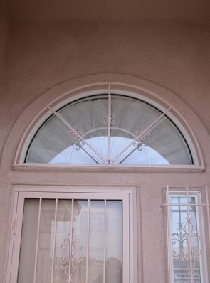 Arched window grill with 3 rays and C scrolls design
