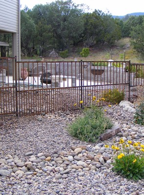 4' high fence with doggie pickets