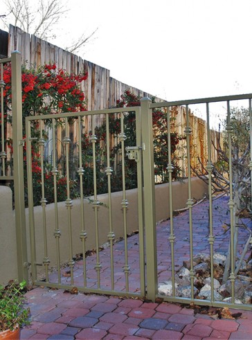 Gate and fence with knuckles