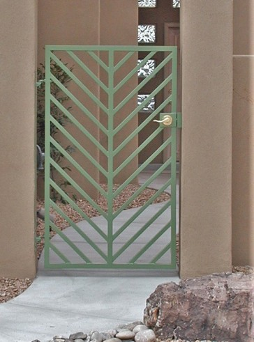 "Gate with Diagonal 1"" pickets"