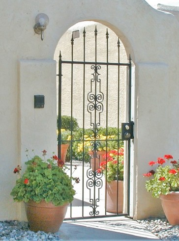 Arched gate with spears and Regency design