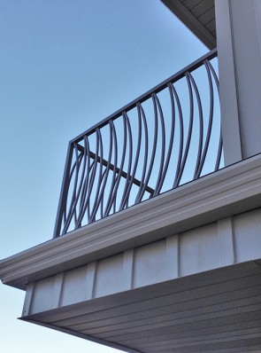 Custom Curved Pickets balcony railing