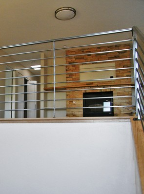 Balcony rail with round horizontals