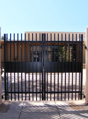 Pr. of unframed gates with solid metal