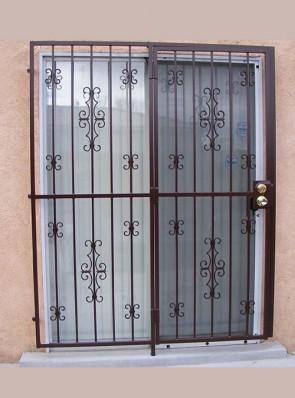 Patio door in Seville and double C-scrolls design