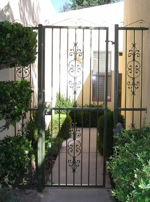 Entry gate and side panels in Caprice design with top scrolls