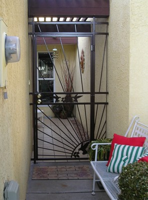 Entry enclosure with Sunray and Hummingbirds design