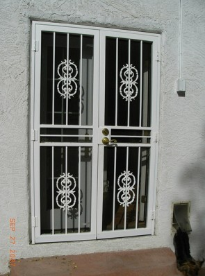 Pair of security screen doors with 11-24 castings (a005)