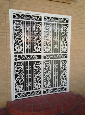 Single door with side panel and screens in bird of paradise design