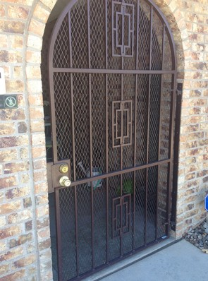 Arched gate with Contemporary design and expanded metal
