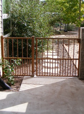 Gate and rail with doggie pickets