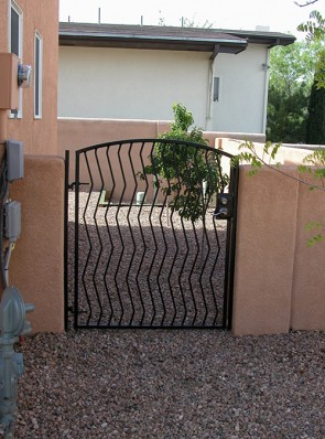 Arched gate with Zig Zag pickets