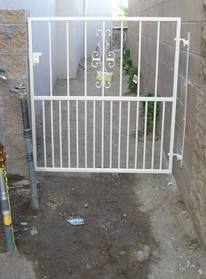 Gate with Seville design and doggie pickets