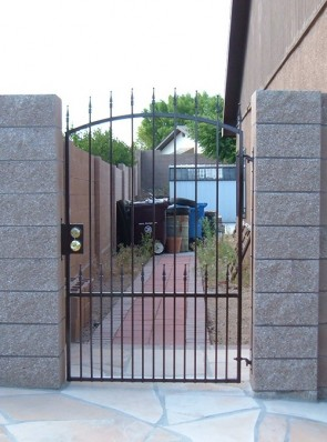 Arched top gate with spears and doggy pickets