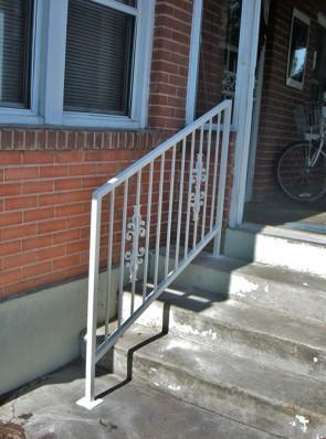 Step railing with Sundance design